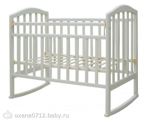 """Кровать детская 120*60  """"Алита """" автостенка/колесо/качалка КГТ00004 УЛЬЯНА, цвет: слоновая кость."""