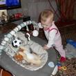 Эмилия играет...усыпляет Леву))