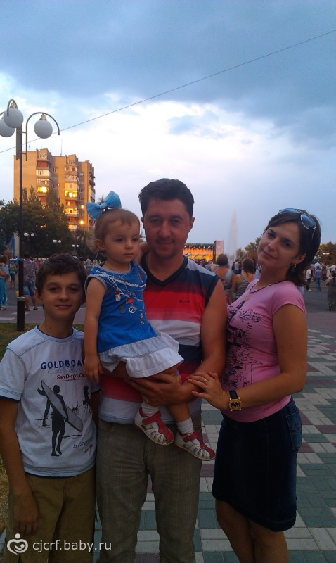 А вот Я и моя семьЯ :-).......для подруг!