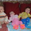 Эмилия в окружении своих друзей Егора и Дмитрия