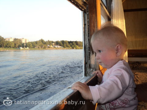 Из далека долга, течет река Волга...Конца и края нет...