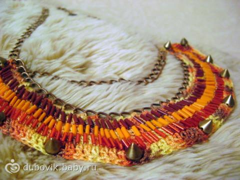 еще одно вязаное украшение и расшитое бисером =)
