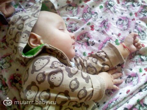 засыпает сам )