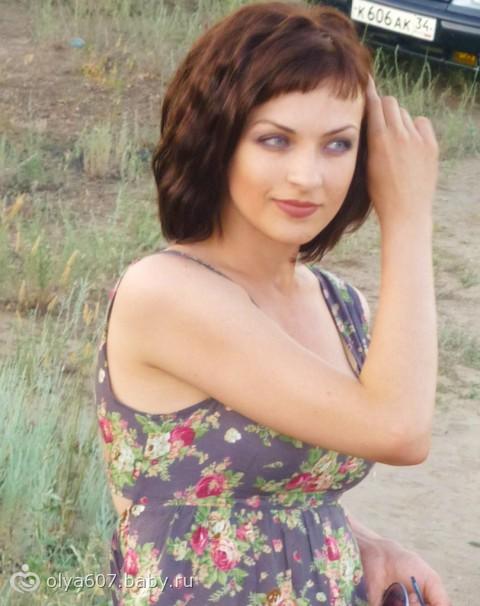короткая косая челка на средние волосы фото