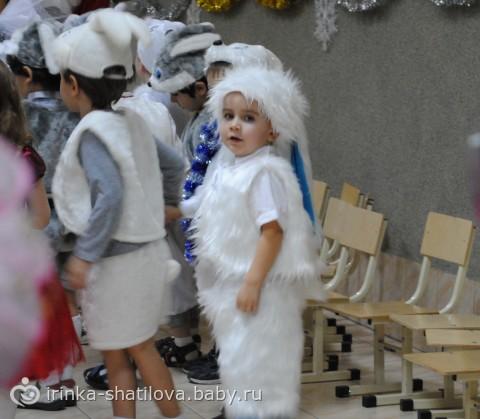 Детский костюм на новый год зайчика