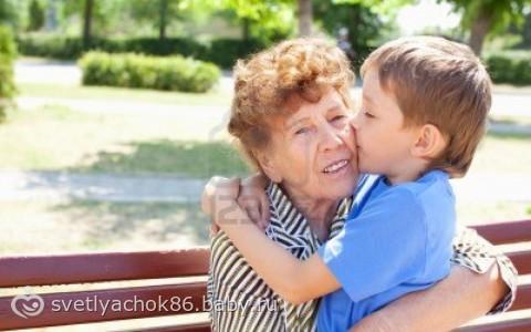 внук ебеть бабушку в жопу