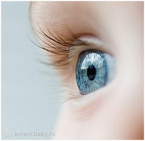 возраст смены цвета глаз
