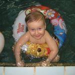 Плавание-большой шаг к здоровью для маленькой непоседы))