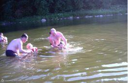 Ещё немного потренируемся и поплывём сами!